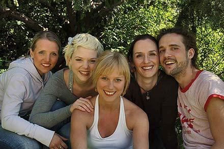 Bea Knoth, Sigrid Spörk, Dea Frohn, Andrea Malek und Aris Sas; Foto: teatro