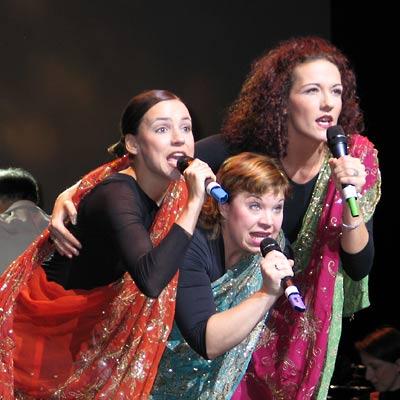 Tina Schöltzke, Kathleen Bauer, Kerstin Ibald - die drei heiligen Königinnen, 28.11.2004, Foto: Martin Bruny